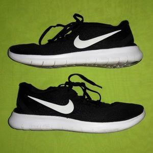Black Nike Free RN